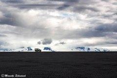 Was für ein Bild! Rover Serie II  vor Islands Gletschern