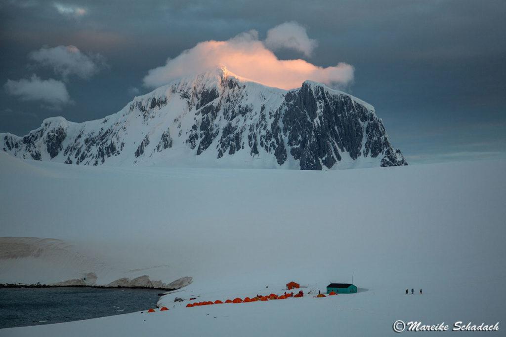 Kurz vor Mitternacht in der Antarktis, Damoy Point