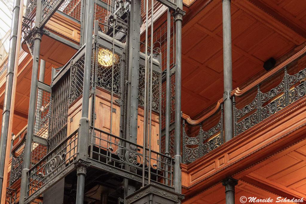 Aufzüge im Vogelkäfig-Stil Bradbury Building