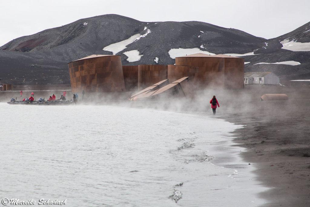 ehemalige Tanks für Walöl, Deception Island – Lost Place in der Antarktis