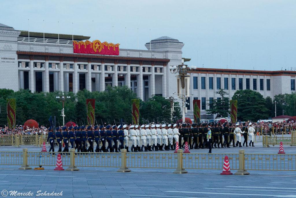 Beginn der Flaggenzeremonie am Tiananmen-Platz
