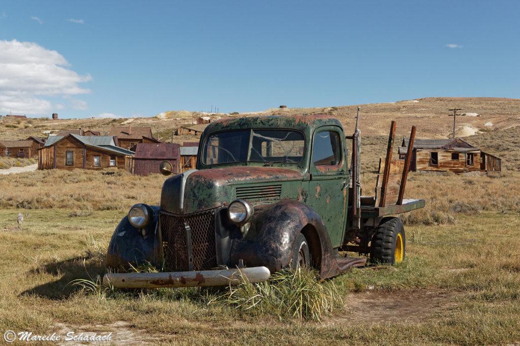 Autowracks in der Geisterstadt Bodie Fotomotive
