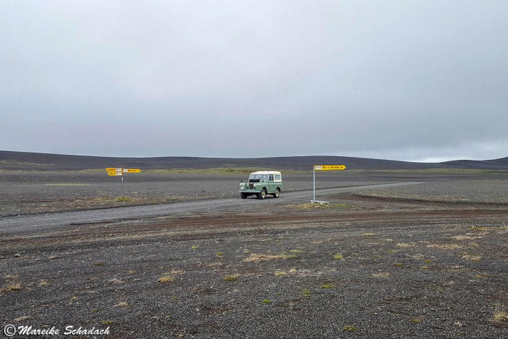 Roadtrip mit Land Rover Serie II in Islands Hochland