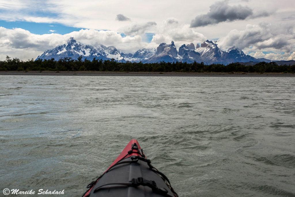 Treiben lassen auf dem Rio Grey - Kajaktour in Patagonien