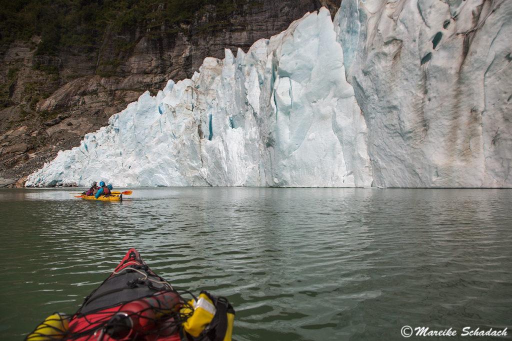 Paddeln vor dem Serrano Gletscher war ein Highlight unserer Kajaktour in Patagonien