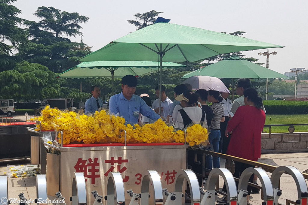 Blumenstand vor Mao-Mausoleum