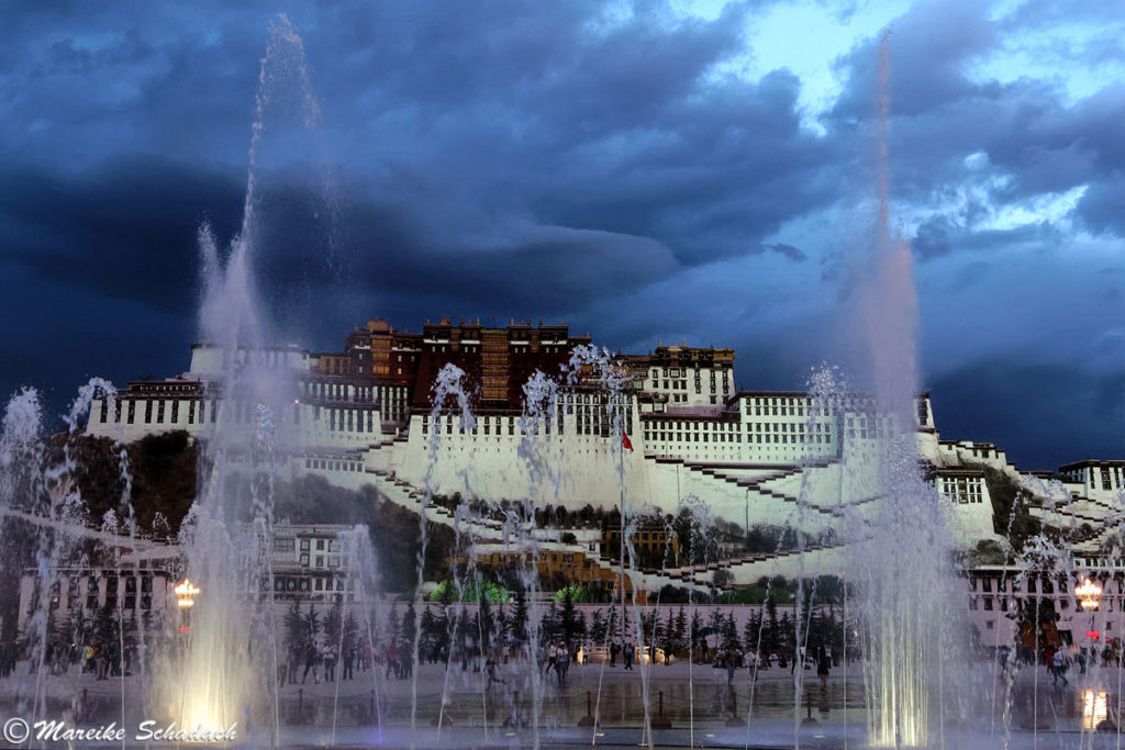 Fototipps Potala Palast: Wasserspiele am Potala-Platz