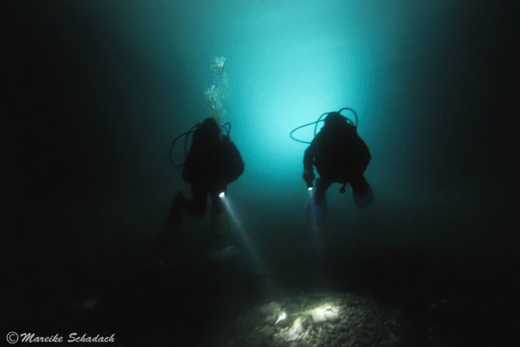 Tauchen im U-Boot-Bunker, Montenegro