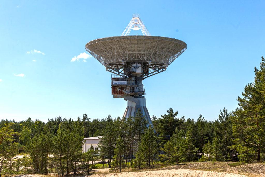 Relikte aus der Sowjetzeit im Baltikum-  Radioleleskop R-32 in Irbene