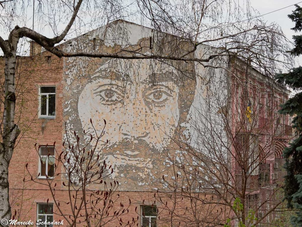 Street Art in Kiew - Portrait-of-Serhiy-Nigoyan-von-Vhils
