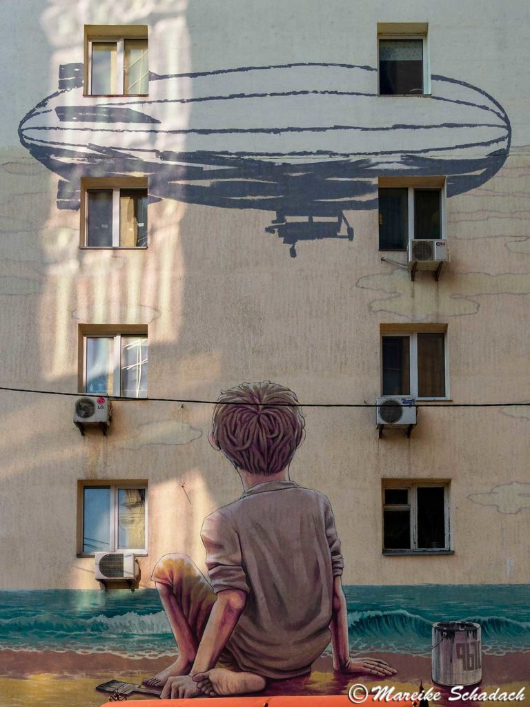 Street Art in Kiew - The-boy-and-the-sea-von-Rustam-Qbic