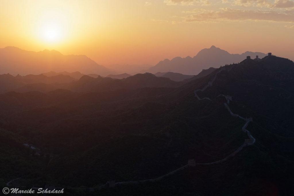 Sonnenuntergang auf der Chinesischen Mauer in Simatai