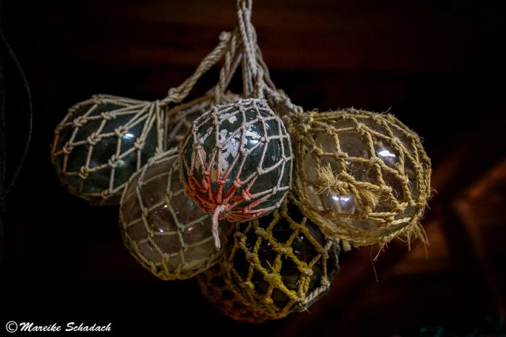 Glaskugeln als Bojen für die Netze
