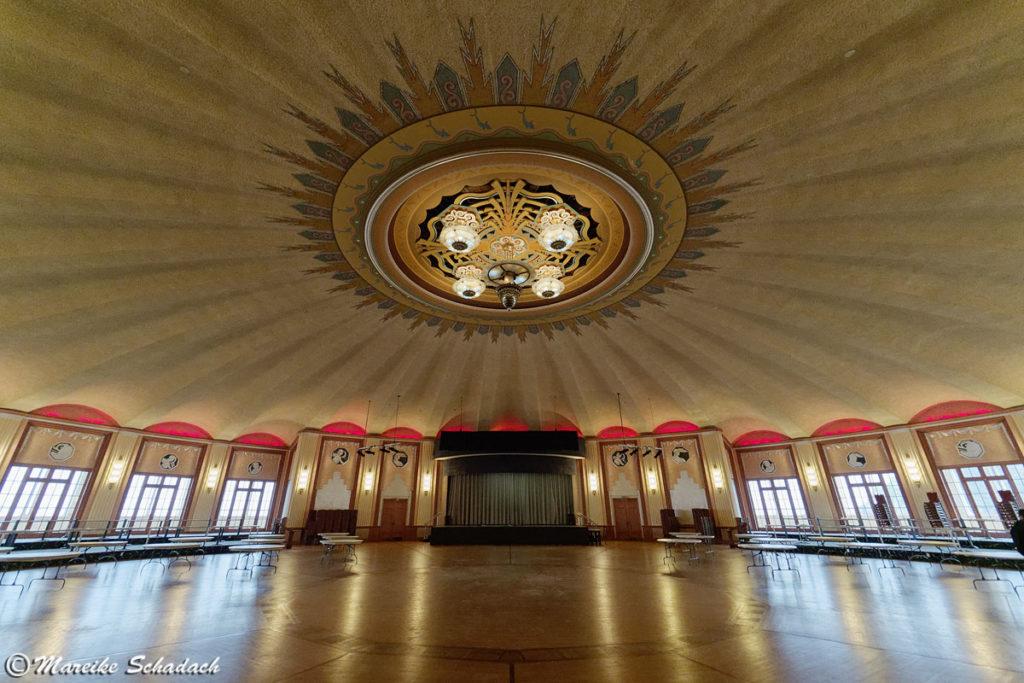 Der größte runde Ballsaal der Welt befindet sich im Casino Catalina und ist eine der Haupt-Sehenswürdigkeiten der Insel