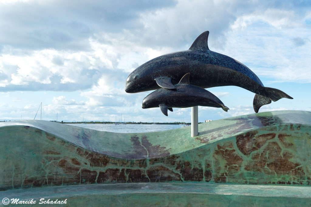Delfin-Skulptur am Malecón in La Paz, Mexiko