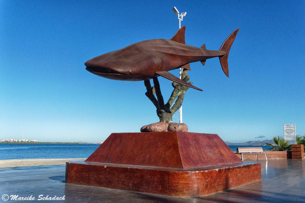 Walhai-Skulptur am Malecón in La Paz, Mexiko