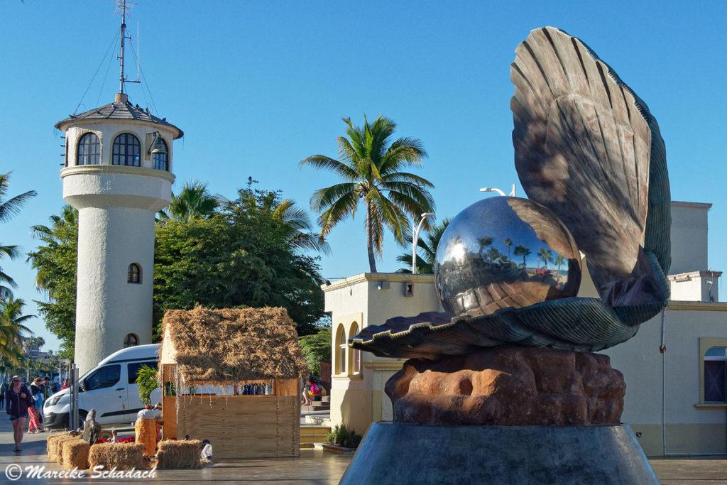 Skulptur der Perlenmuschel am Malecón in La Paz