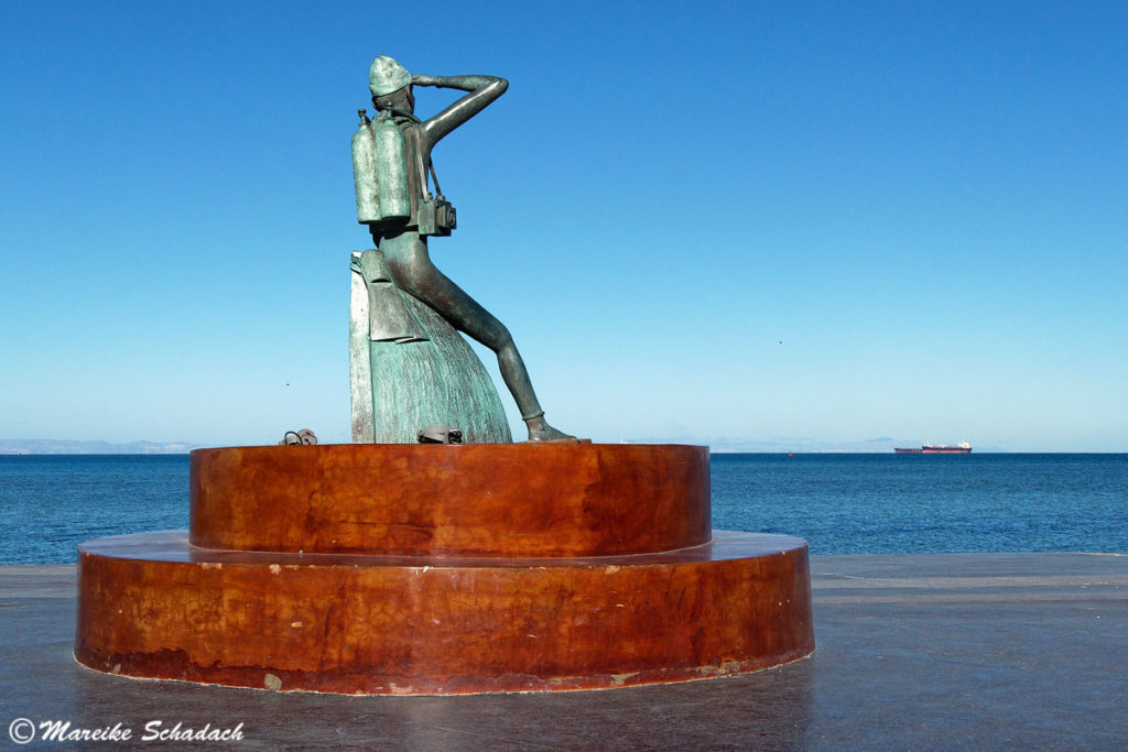 Skulptur von Jacques Yves Cousteau von Salvador Rocha am Malecón in la Paz