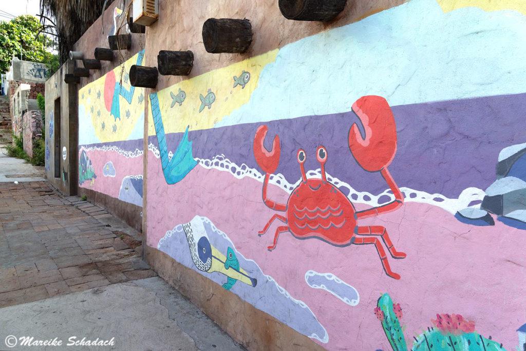 """Street-Art in La Paz, Mexiko - Murals und Skulpturen vom Feinsten. """"Cambiando"""" von Hellcat"""