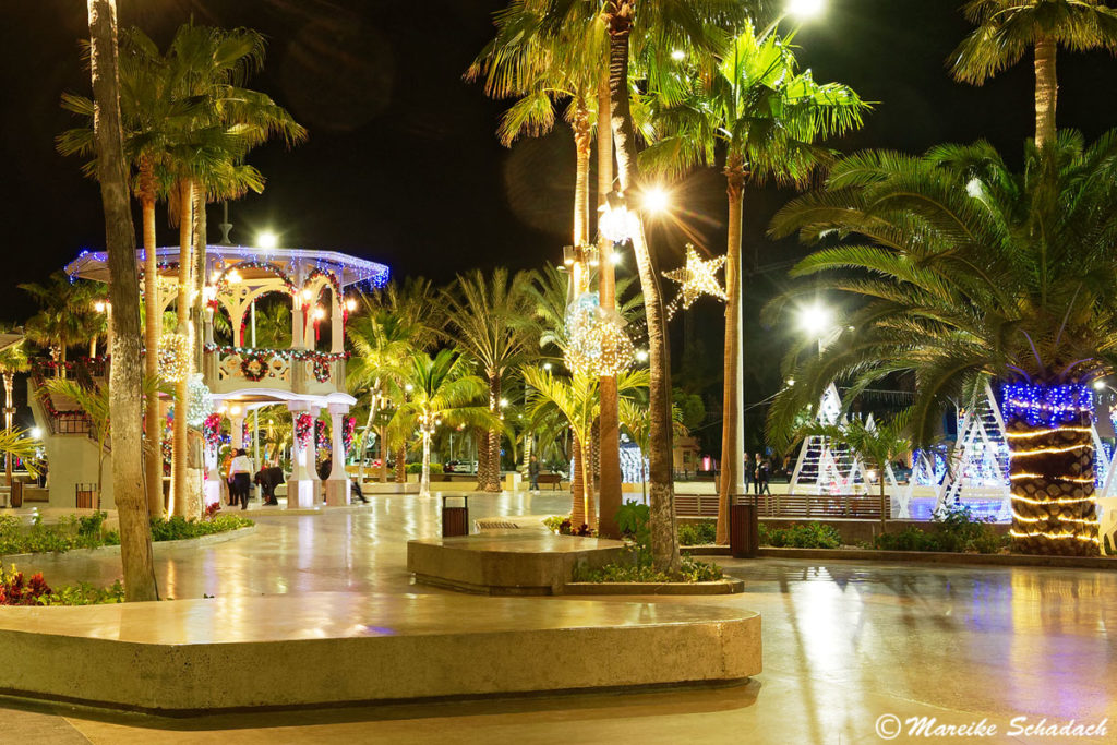 Der Malecon bei Nacht ist ein Highlight in La Paz