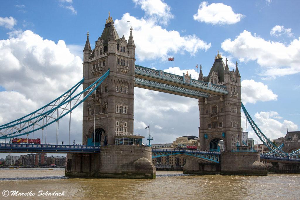 Die Tower Bridge ist Wahrzeichen und Highlight von von London