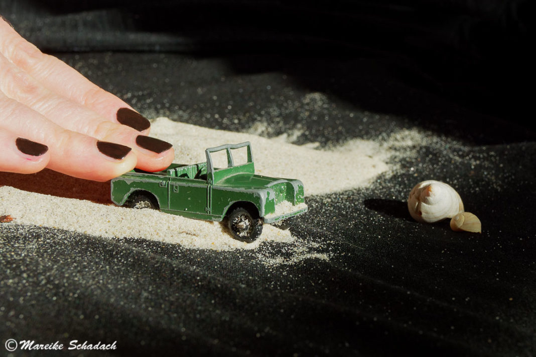 #stayathome - land-rover-spielzeugauto