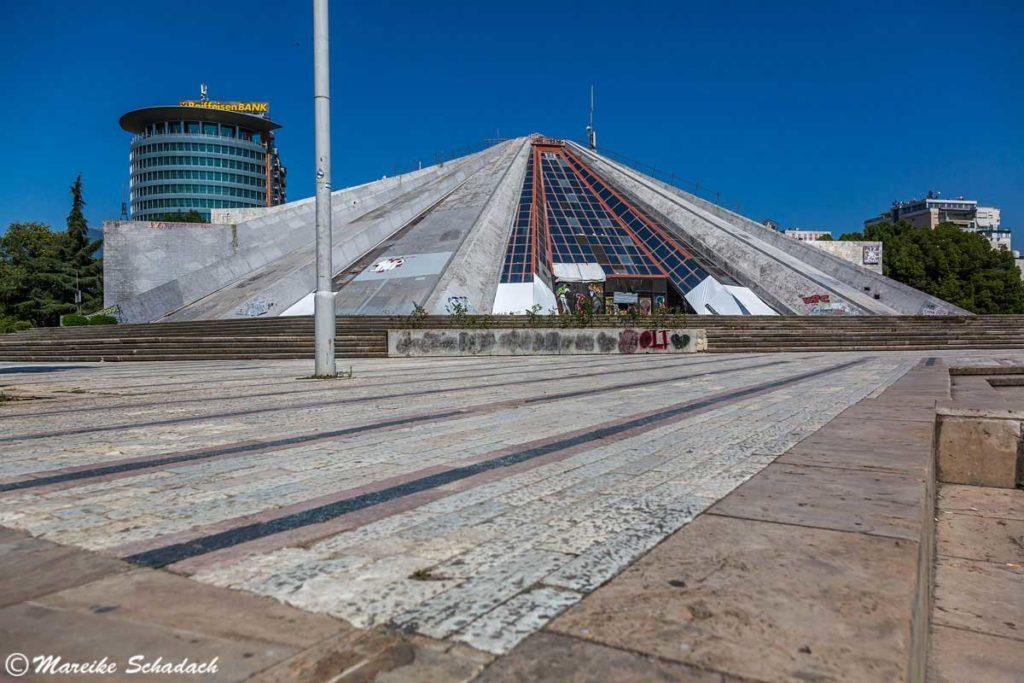 Die Tirana-Pyramide war ein Highlight während unsers Roadtrips in Albanien.