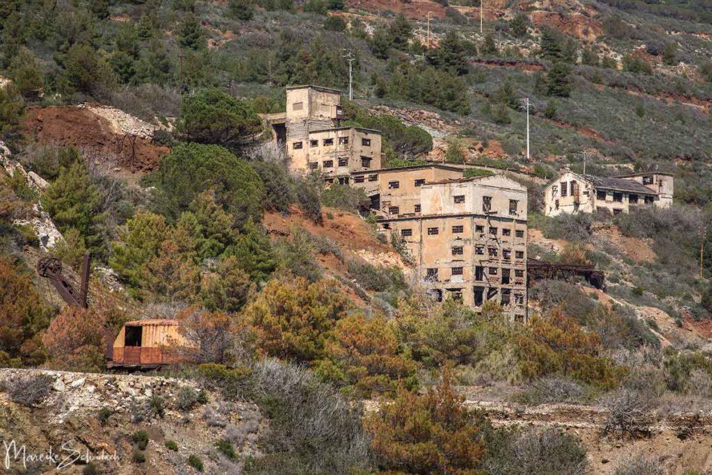 Insel Elba Reisetipp – Gebäude der stillgelegten Minen von Capoliveri