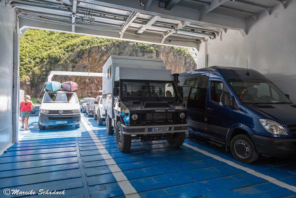 Roadtrip Albanien - mit der Fähre über den Komanstausee