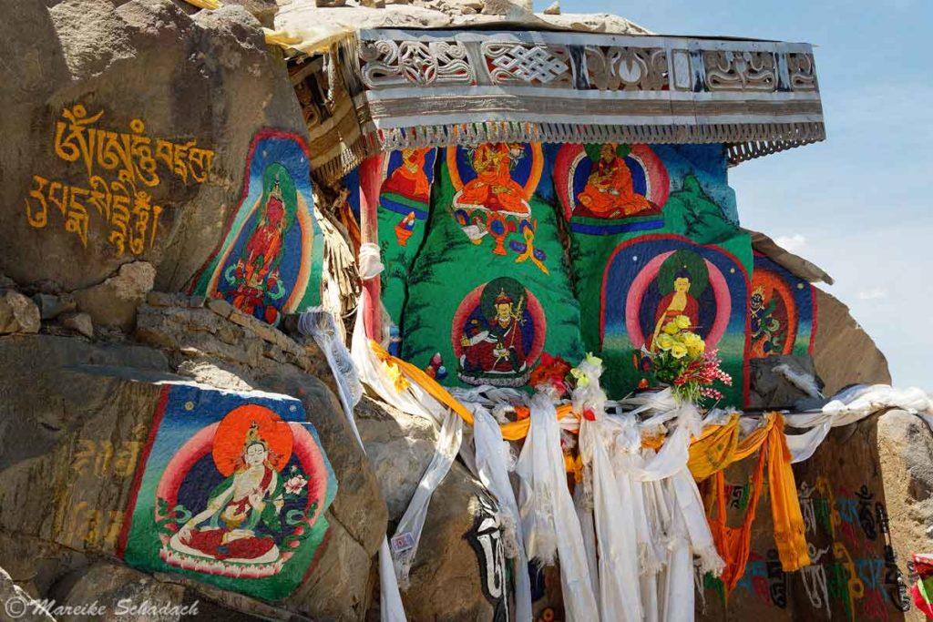 Felsmalereien am Pilgerweg des Tashilhunpo Klosters