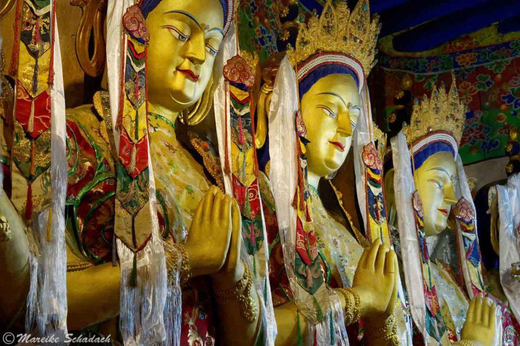 Statuen im Drak Yerpa Kloster