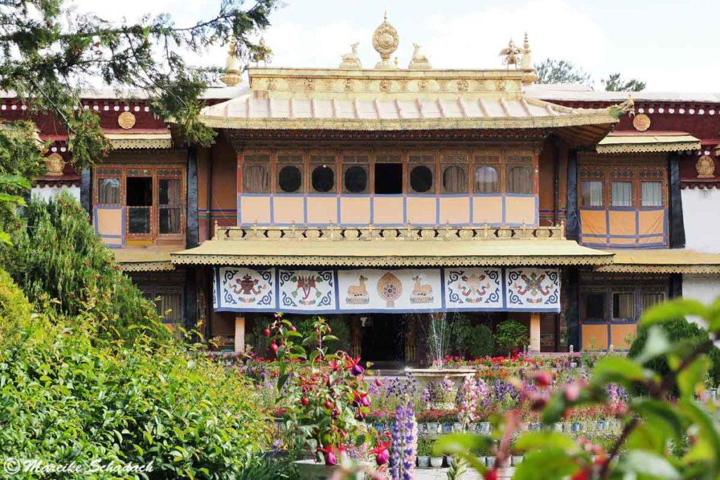 Norbulingka Palast mit prachtvollem Garten