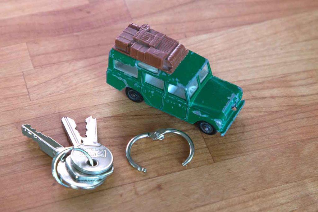 Vom Spielzeugauto zum Schlüsselanhänger - DIY in 5 Schritten