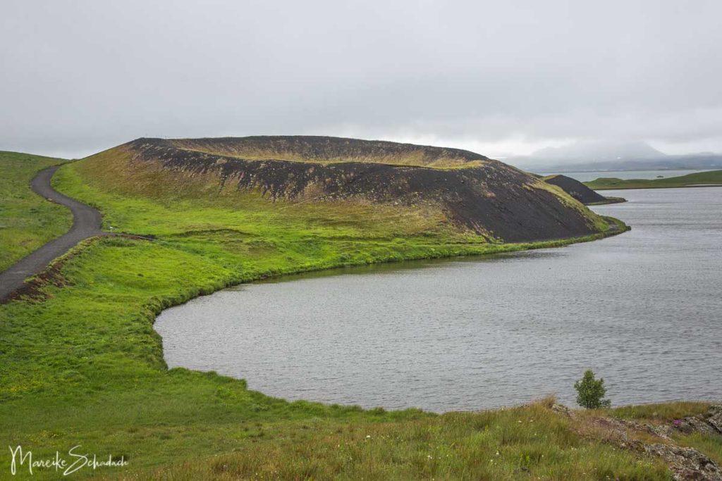 Der Pseudokrater Skútustaðagígar im Süden des Mývatn bietet tolle Gelegenheiten fürs Wandern und Birdwatching