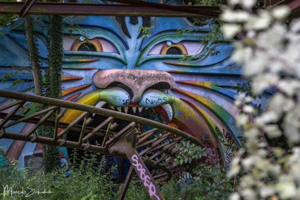 Achterbahntunnel im ehemaligen Spreepark ist ein Highlight von diesem Lost Place in Berlin