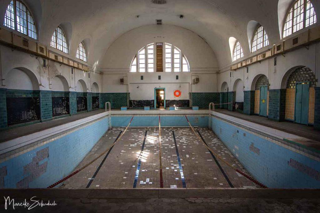Verlassener Ort in Berlin -  historische Schwimmhalle aus der Kaiserzeit am Militärstandort Wünsdorf