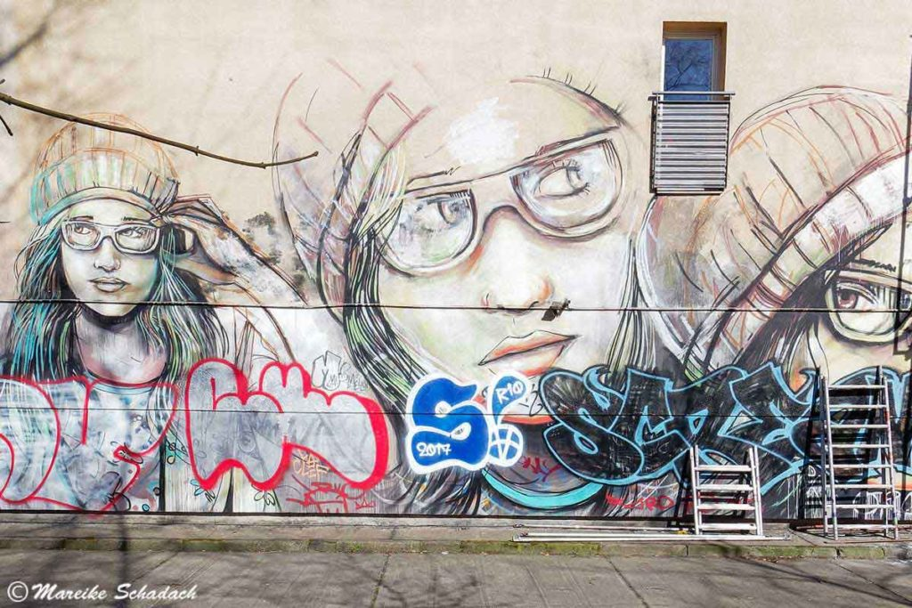Mural von Alice Pasquini: Suspended - Street Art Map Berlin