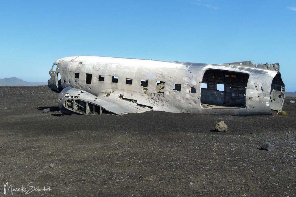 Reste vom Flugzeugwrack am Strand von Sólheimasandur