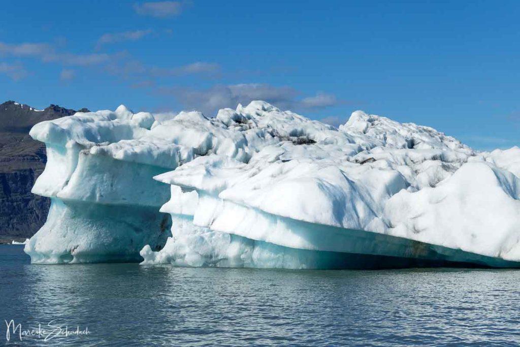 Eisberg in Gletscherlagune Jökulsárlón in Island