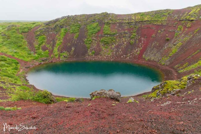 Vulkankrater Kerið – malerischer Kratersee an Islands