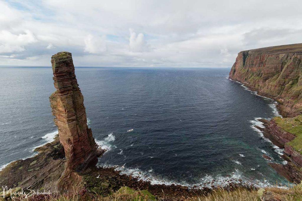 Blick auf den Old Man of Hoy - Sea Stack auf den Orkneys