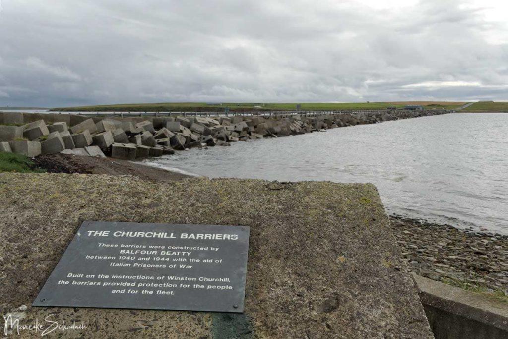 Sehenswerte Churchill Barriers auf einem Roadtrip über die Orkney Inseln