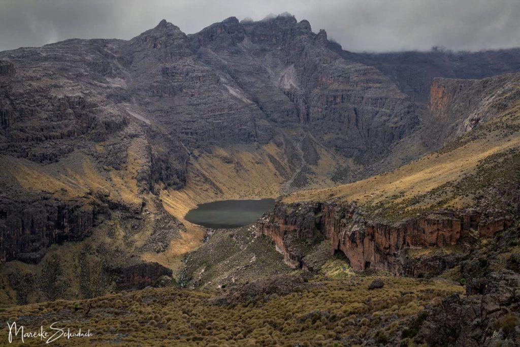 """Mount Kenya Lenana - Panoramablick in das """"Gorgeous Valley"""""""