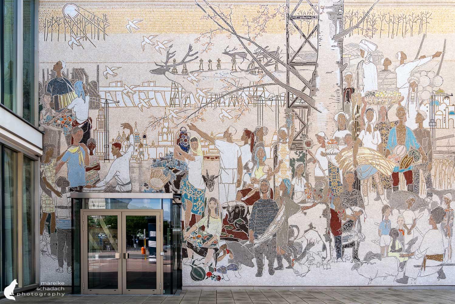 DDR Architektur in Berlin: Mosaik am Cafe Moskau