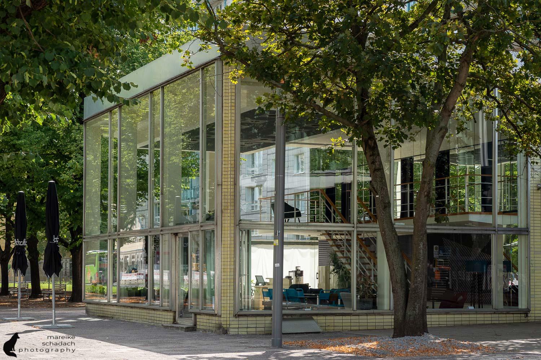 DDR Architektur in Berlin: Pavillon an der Karl-Marx-Allee