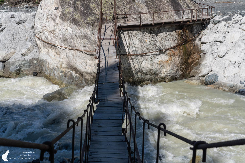 Brücke zum Chalaati Gletscher bei Mestia